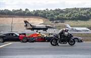 Cuộc đua 'vô tiền khoáng hậu' giữa xe máy phân khối, ô tô và chiến đấu cơ?