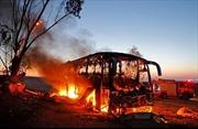Xe buýt quân đội Israel cháy trơ khung vì trúng tên lửa từ Dải Gaza