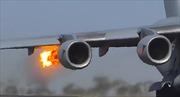 Video chim trời lao thẳng vào động cơ, máy bay tóe lửa