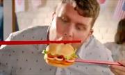Burger King vội vã xóa quảng cáo ăn bánh hương vị Việt Nam bằng đũa