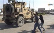 Người Kurd ném củ quả trút giận vào xe quân sự Mỹ rút quân khỏi Syria