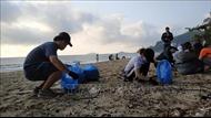 Từ bỏ 'thói quen' xả rác để bảo vệ môi trường du lịch