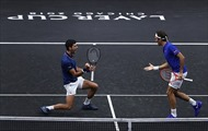 'Cặp đôi trong mơ' Federer-Djokovic thất bại ngỡ ngàng, vụng về đánh bóng vào lưng nhau ở Laver Cup
