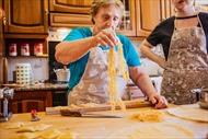Cụ bà 84 tuổi lan tỏa tinh thần lạc quan qua món Pasta