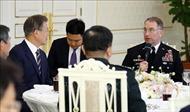 Tổng thống Hàn Quốc gặp các chỉ huy quân sự chủ chốt