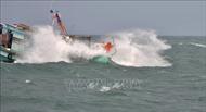 Tàu khách chạy tốc độ cao va chạm tàu cá, 3 ngư dân rơi xuống biển