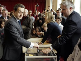 Pháp bất ngờ khám nhà cựu Tổng thống Sarkozy