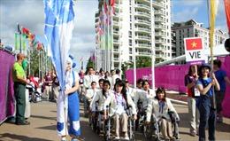 Cờ Việt Nam tung bay trong công viên Olympic