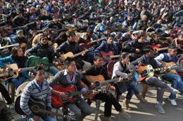 600 nghệ sỹ ghita biểu diễn tưởng nhớ nữ sinh bị cưỡng bức tại Ấn Độ