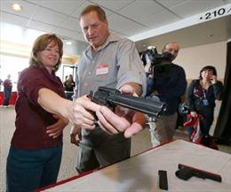 Người Mỹ xin mua 4,5 triệu khẩu súng 2 tháng qua
