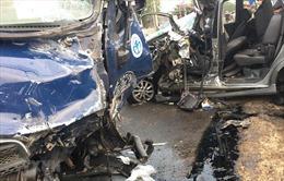 Xe tải đâm trực diện xe khách làm 6 người thiệt mạng