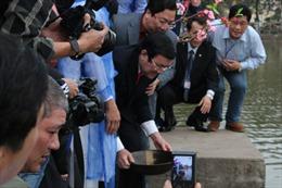 Chủ tịch nước thả cá chép tiễn ông Táo về trời