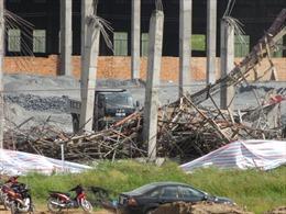 Tập trung cứu chữa các nạn nhân trong vụ sập giàn giáo nhà máy giấy