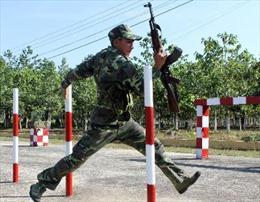 Xem chiến sĩ Trung đoàn Bộ binh 271 tập luyện