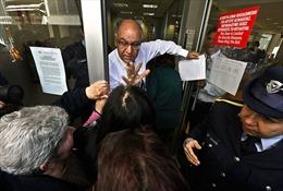 Hỗn loạn cảm xúc ngày Cyprus mở cửa ngân hàng