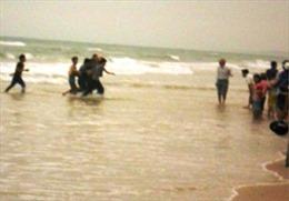 Tắm biển, 3 học sinh chết đuối