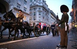 Hơn 700 binh sĩ hộ tống thi hài bà Thatcher