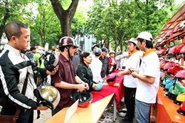 'Thanh niên TTXVN nói không với mũ bảo hiểm không đạt chuẩn'