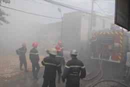 Cháy lớn tại cơ sở sản xuất giấy đế giầy