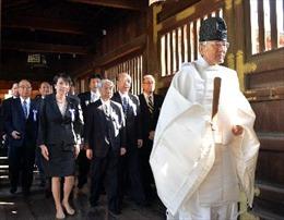 Trung, Hàn phản đối nghị sĩ Nhật thăm đền Yasukuni