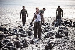 Xem Hải quân hoàng gia Anh 'vật lộn' trong bùn