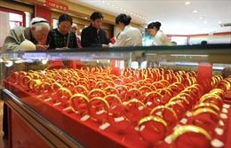 Giá vàng giảm do đồng USD mạnh lên