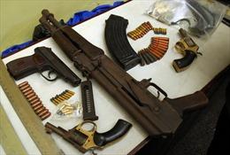 Người dân Gia Lai giao nộp nhiều vũ khí