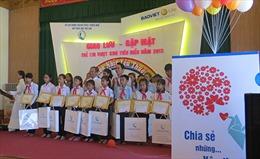 Bảo Việt Nhân thọ trao học bổng cho trẻ em nghèo vượt khó