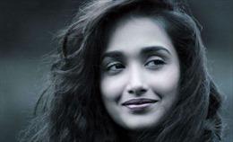 Nữ diễn viên Bollywood kiều diễm treo cổ tự vẫn