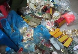 Hà Nội thu hàng nghìn sản phẩm quân trang 'nhái'