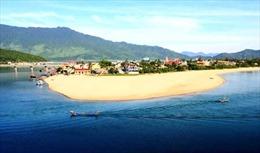 Du lịch biển Thừa Thiên-Huế hút khách mùa nóng