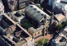 Quốc hội Hungary sơ tán vì phát hiện bom