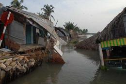 Sạt lở, 7 căn nhà chìm xuống sông Nhà Bè