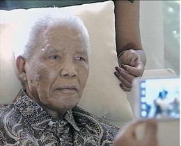 Sức khỏe cựu Tổng thống Mandela tiếp tục xấu đi