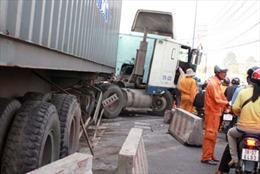 Xe container gây tai nạn liên tiếp trong ngày