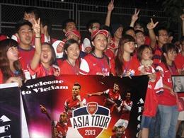Háo hức đón Arsenal lúc tờ mờ sáng