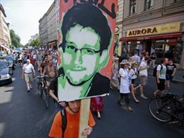 Doanh nhân Nga ăn theo thương hiệu Snowden