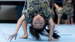 Trẻ mẫu giáo tập luyện như hải quân