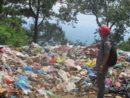 Đổ trộm rác thải vào Vườn Quốc gia Tam Đảo