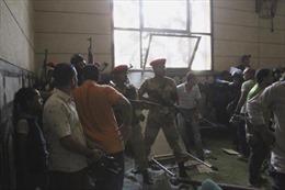 Đọ súng náo loạn thánh đường Cairo