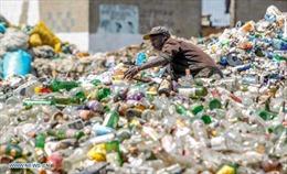 Cơ cực kiếm sống trên 'núi rác' Nairobi