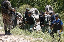 Hàng chục cảnh sát Thái Lan bị thương vì bom xăng và axít