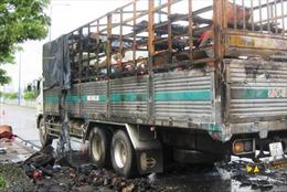 Xe tải bốc cháy ngùn ngụt gần hầm Thủ Thiêm