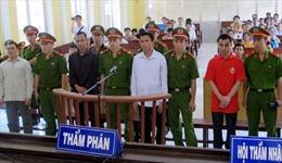 Tuyên phạt các bị cáo phạm tội trốn đi nước ngoài