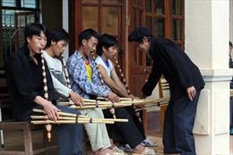 Dạy thổi, múa khèn Mông ở Hà Giang