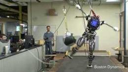 Robot giống người nhất của quân đội Mỹ trổ tài