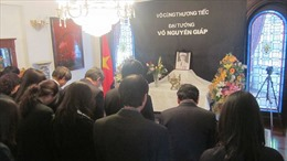 Đại sứ quán Việt Nam tại Argentina tổ chức viếng Đại tướng