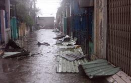 Hàng ngàn ngôi nhà đổ sập, tốc mái do bão