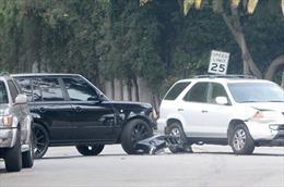 Beckham và con trai cả bị đụng xe