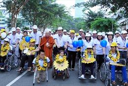 Chủ tịch nước đi bộ vì trẻ khuyết tật